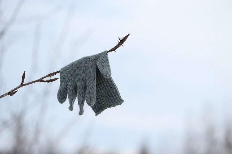 К чему теряются перчатки: приметы и суеверия