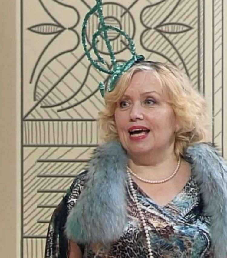 Из «Городской чудачки» в шляпках и мишуре в изысканную женщину «Высшего класса».