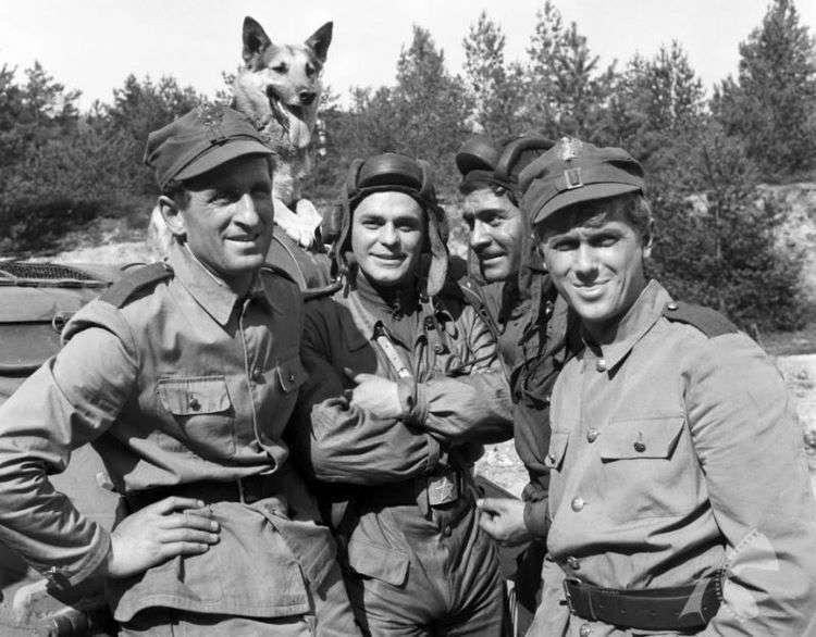 Как выглядит сейчас Янек из телесериала «Четыре танкиста и собака» и как он менялся с течением времени.