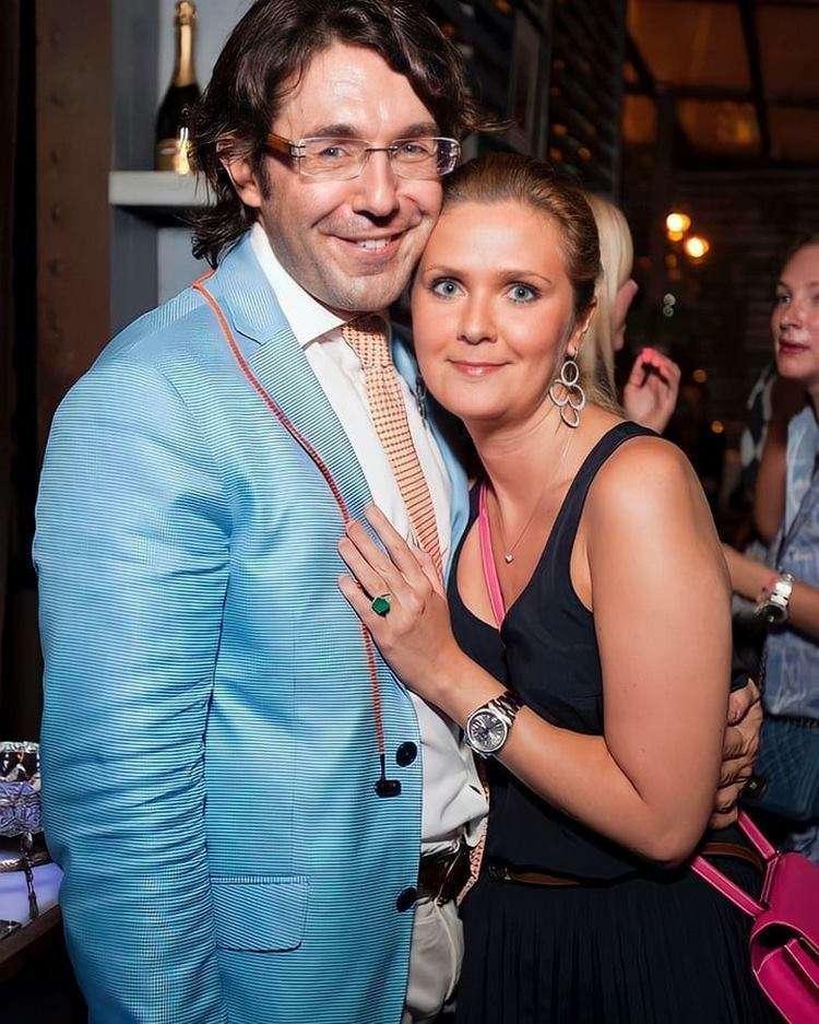 «А где губы?». Малахов выложил фото с красавицей-женой, но фанаты нашли к чему придраться