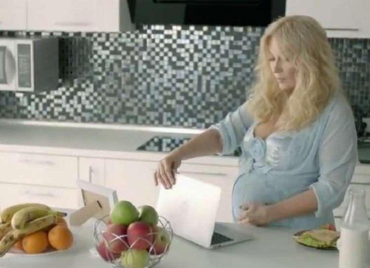 «На волоске..»: Звездные мамы, которым беременность едва не cmоила жизни.